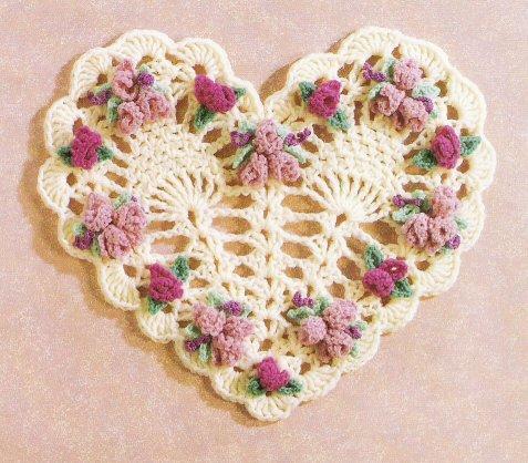 салфетка сердце с цветочками.
